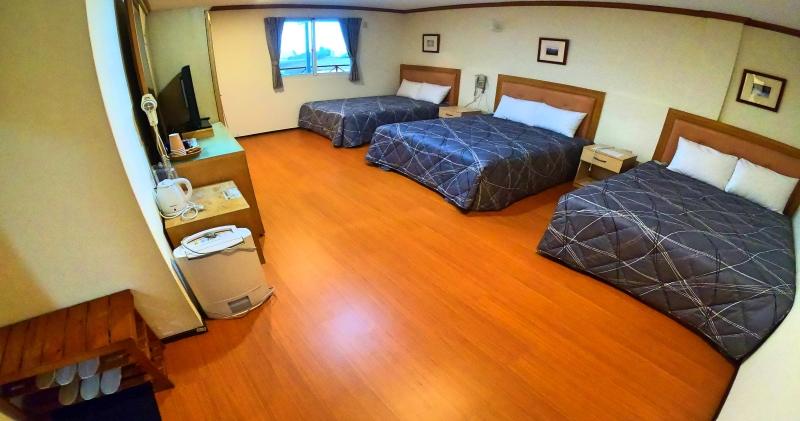 三床-六人房